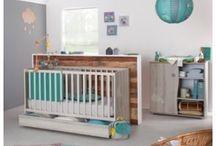 Nos jolies chambres! / Votre bébé arrive bientôt !  Et avec lui la préparation de sa chambre !  Un objectif lui créer le plus joli et le plus sûr des cocons.   Lit, commode, armoire mais aussi gigoteuse, table à langer ... Faites le plein d'idées pour lui préparer un univers douillet !