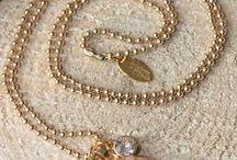 Long Necklaces / Mooie lange kettingen in goud, roségoud en zilver met mooie bedels van natuursteen en Swarovski kristallen, Iedere ketting is uniek. Heerlijk om te dragen, geweldig om te krijgen.