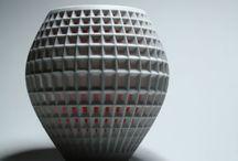 vasi stampa 3d / Nati da un processo additivo di stampa 3d attraverso l'uso di un materiale polveroso e un apposito collante. Prodotti caratterizzati da una forte unicità ed esclusività.