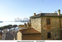 Lago Trasimeno / Photo of trasimeno lake and Passignano a little medieval village on the lake in umbria region