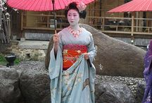 Kimonos / by Harriet Swindell