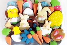 Galletas de Pascua  / Galletas de chocolate con esencia de naranja, con cobertura de fondant de varios colores.  Más en www.memcakesandcookies.com