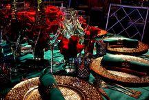 Maroc / Morocco / Magnifique amalgame de couleurs froides et chaudes ; des nappes rouges accompagnées de vert.  The palette used is a calibrated balance of cool and warm colors. Red tablecloths paired with green.