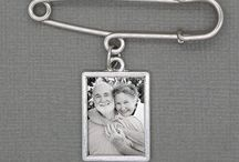 Wedding Bouquet Photo Charms and Photo Items / Wedding bouquet photo memorial charms, grooms cufflinks, photo wine stoppers, bridesmaid jewelry and more.