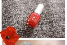 Vernis Coquelicot 7free / Chic et glamour ne sont pas l'apanage du rouge pur. Testez le vernis à ongles Coquelicot pour une variante légère et printanière.