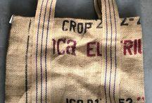 Trotse producten van textiel / Textielproducten van Cadeaus met een Missie zijn lokaal en regionaal gemaakt door mensen met een afstand tot de arbeidsmarkt.