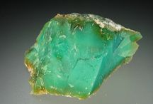 Gemstones: Chrysoprase / Be inspired by this favourite stone and colour inspiration for reasons why we love its stunning green tones!