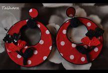 Complementos Moda Flamenca / Pendientes, colgantes, broches, peinas, peinecillos y flores.