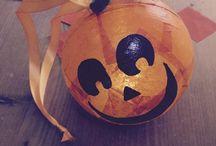 Creare una zucca di Halloween fai da te / Creare una zucca di Halloween fai da te idea creativa da realizzare con i bambini per decorare le vostre feste di Halloween.  #mycandycountry #diy #ideacreativa #zuccafaidate #halloween #halloweenparty  Seguimi su: www.mycandycountry.it