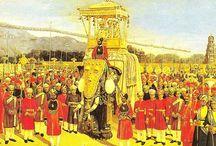 Processions masculines - Dieu, Fils et Compagnie / Le Fils procède du Père, le Saint-Esprit procède du Fils - Rites et processions masculines - Reproduction et entre-soi masculins (Inspiration : Virginia Woolf et Mary Daly)