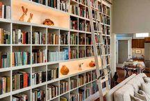 Mieszkanie - ściana książek