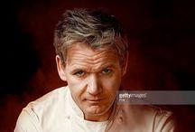 CHEF GORDON RAMSAY / Gordon James Ramsay, OBE (* 8. November 1966 in Johnstone, Schottland) ist ein britischer Koch, Fernsehkoch und Gastronom. Er betreibt 18 Restaurants in Großbritannien, den USA, Japan und Dubai. Zeitweise waren Ramsays Restaurants mit insgesamt 15 Michelin-Sternen ausgezeichnet. 2012 hatten seine Restaurants noch 12 Sterne