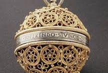 Des histoires de bijoux / De l'histoire du bijou considérée comme de l'histoire de l'art, à part entière. On ne renie rien de notre héritage.