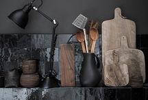 NOIR C'EST NOIR / Noir c'est noir, même en déco. Tendance, sobre et élégant, le noir sublime la décoration intérieure d'une maison ou d'un appartement. Toutes mes idées les plus sombres