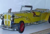 Des Meccanos et des  voitures / Des modèles de voitures réalisées avec les pièces de la célèbre marque Meccano