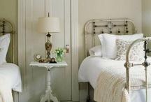 Interior Design - Bedrooms / by Zsoka Scurtescu