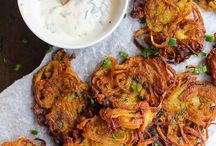 Indian Snacks / In the mood for some sweet and savoury finger foods from India? There is an unending variety of Indian snacks that you can dig into like samosas, kachoris, dhokla, pakoras and chaat. Perfect recipes for a party or for tea time!