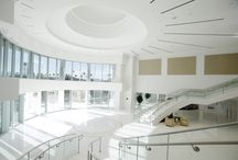 CCLV Front Foyer / CCLV's expansive 5,000-square foot reception foyer with dual staircases & soaring 29-foot ceilings can accommodate up to 300 to 500 guests for a standing reception.