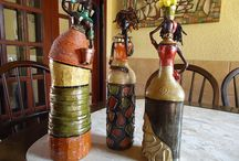 Bonecas africanas com garrafas