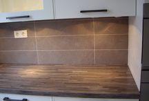60 x 15 Gekalibreede tegels / Een Brugman keuken betegeld met 60 x 15 Gekalibreede tegels , Door Tegelzettersbedrijf J van Loenen voor M plus montage in Rotterdam.