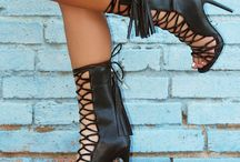 High Heel Shoes / High heel shoes and high heel pictures for art inspiration. A collection of fashion high heel photos. Designer shoes from the most luxurious brands. #highheelshoes #highheels #highheeldesigns