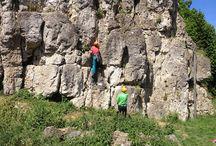 TVO klettert in der Fränkischen Schweiz / Klettern kann doch nicht so schwer sein, hat sich zumindest unsere Caro gedacht und sich mit Kameramann Jakob auf den Weg in die Fränkische Schweiz gemacht. Dort wurden beide vom DAV, dem Deutschen Alpenverein, unterstützt. Für Caro ging es dabei hoch hinaus, in bis zu 17 Meter Höhe. Wie ihre ersten Kletterversuche waren, könnt Ihr in der Galerie und im folgenden Beitrag sehen: http://tinyurl.com/ozqk3ou