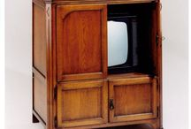 Aanbiedingen TV Kasten / Een tv kast biedt plaats voor je televisie, dvd speler en andere media apparatuur. Een tv kast zorgt er voor dat alle snoeren en kabels zijn weggewerkt. Als u geen tv kijkt, is deze ook aan het zicht onttrokken door de gesloten kastdeuren. Kom snel naar Ulvenhout Wooncenter voor een tv kast met hoge kortingen!