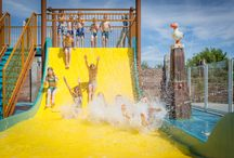 Zwembad / Lekker zwemmen tijdens je vakantie? Op Strandpark De Zeeuwse Kust is er een waar zwem-paradijs. Baantjes trekken of spelen op het grote overdekte speelschip. Bij mooi weer ben je natuurlijk te vinden in het buiten spraypark.  Op zoek naar een vakantie met zwembad? Kom naar Strandpark De Zeeuwse Kust in Renesse!
