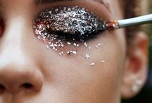 {INSPIRATION} Festive Glittery Eye Makeup / Gold, Glitter, Sparkly, Beauty, Eye Shadow & Makeup Trends