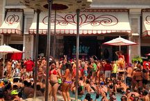 Encore Beach Club Pool Las Vegas / Encore Beach Club Las Vegas is the premiere destination for the trendsetter seeking a quality party atmosphere usually found in European hot spots. Upon entering the 60,000 square foot venue, guests are treated to a lush oasis featuring 40-foot palm trees surrounding three tiered pools.
