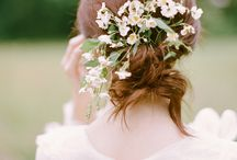 Flowers in your Hair / Some of my favorite ways to wear flowers in your hair on your wedding day.