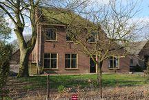 Abtsbouwing / In het voorhuis van een historische boerenhoeve op het oudste gedeelte van het landgoed bevindt zich de Abtsbouwing. Deze grote vakantiewoning biedt plaats aan 8 personen. Ze heeft vier slaapkamers, twee badkamers (waarvan één met dubbele inloopdouche), een knusse woonkamer en een moderne woonkeuken. De boerderij heeft bovendien een flinke tuin en ligt vlakbij het Mariënwaerdtse bos.