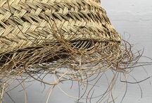 *MN* Alfa (Halfa-Stipa Tenacissima) / Parce que je vois trop souvent cette fibre appelée autrement! (Ce n'est ni de l'osier, ni du jonc, ni de la palme mais de l'alfa ou mieux halfa, une graminée qu'on retrouve au Maghreb, en Andalousie et dans le sud du Portugal). Et chez Matières Nomades, on adore l'alfa -:))