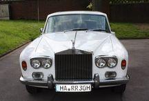 BMW, Benz, Bentley und Co / Mit der Oberklasse standesgemäß bei der eigenen Hochzeit vorfahren. Diese Anbieter haben Luxusschlitten und erfüllen euch alle Wünsche.