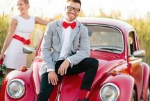 Piros-piros, piros  RED WEDDING / Az impulzív, domináns piros szín inspiráló lehet egy esküvő témájaként.  A kiinduló alapötletet a kedvenc piros Volkswagen Bogár adta, így erre a színre építettük fel az összes kiegészítő megjelenését is.   További részletek: http://www.szelenceeskuvo.hu/blog/?p=816