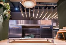 Beautiful Kitchen Lighting Ideas / Ceiling light fittings, wall lamps, modern LEDs… Explore the best and brightest kitchen lighting.