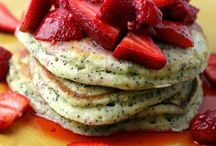 Pancakes/French Toast/Waffles / by Dawn Holmes