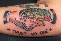 serpente e mano