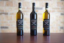 """I vini di Janus, Cantina Riccio / Il frutto della vite, offerto dalla favorevole e generosa terra dell'Irpinia (Campania), si è nobilitato in un prodotto di alta qualità (i """"vini di Janus"""") che si rivolge ai palati più raffinati e ai gusti più esigenti."""