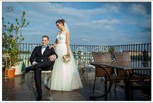 Fotografia de nunta / Nunta este unul dintre cele mai importante evenimente din viata unui om, asa ca viitorii miri isi doresc ca totul sa fie pus la punct in cele mai mici detalii.  Alegerea fotografului este o sarcina destul de importanta pentru ca el este cel care contribuie la pastrarea povestii de dragoste pentru cat mai mult timp.
