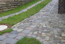 Granit Großpflaster gebraucht / Gebrauchte Pflastersteine erzählen ihre eigene Geschichte. Über viele Jahrzehnte bereits verbaut, fügen sich die gebrauchten Pflastersteine hervorragend in Ihren Garten oder Auffahrt ein und versprühen ihren ganz eigenen Flair.