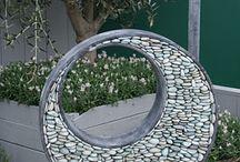 Modern yard art. tuin kunst