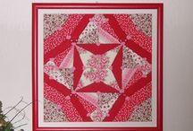 vtlačovaný patchwork / kousky látek vtlačeny do polystyrenové desky