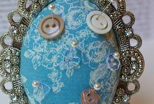 Pincushions and Needlebooks / by Barbara Hills