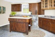 Kitchen Islands / An island can be the center of your kitchen experience. Whether it is a place to sit for a cup of coffee or for preparing the family meal, an island can become your favorite place to gather.
