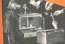 """Ray Bradbury dans """"Fiction"""" / Version française du """"Magazine of Fantasy and Science Fiction"""", cette revue mensuelle littéraire de """"tous ceux qui s'intéressent à la fiction romanesque dans le domaine de l'étrange"""" a paru entre fin 1953 et 1990. Alain Dorémieux en fut le principal artisan, mais on y retrouve également à ses débuts Jacques Bergier, qui co-fondera """"Planète"""" avec Louis Pauwels et François Richaudeau."""