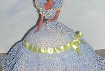 háčkované šaty pro panenky
