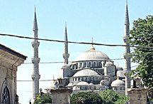 Собор Святой Софии (Софийский собор) в Стамбуле / Собор Святой Софии в Стамбуле, пожалуй, одна из самых знаменитых архитектурных культовых памятников европейской цивилизации. За свою более чем полутора тысячи летнюю историю, она была патриаршим православным собором, мечетью, а сейчас это известный на весь мир музей. Именно с этим зданием, зачастую, ассоциируется словосочетание «христианский Стамбул».