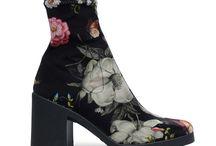 Trend: Velvet (L) / De velvet trend is niet meer weg te denken in het modebeeld. In dit bord vind je velvet items zoals; schoenen, tassen en accessoires. Shop jouw velvet item bij Sacha! We love it!