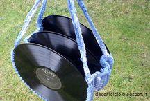 riciclo CD e vinili / oggetti di vario genere, dalle borse agli orologi, fatti riciclando i dischi in vinile e i CD